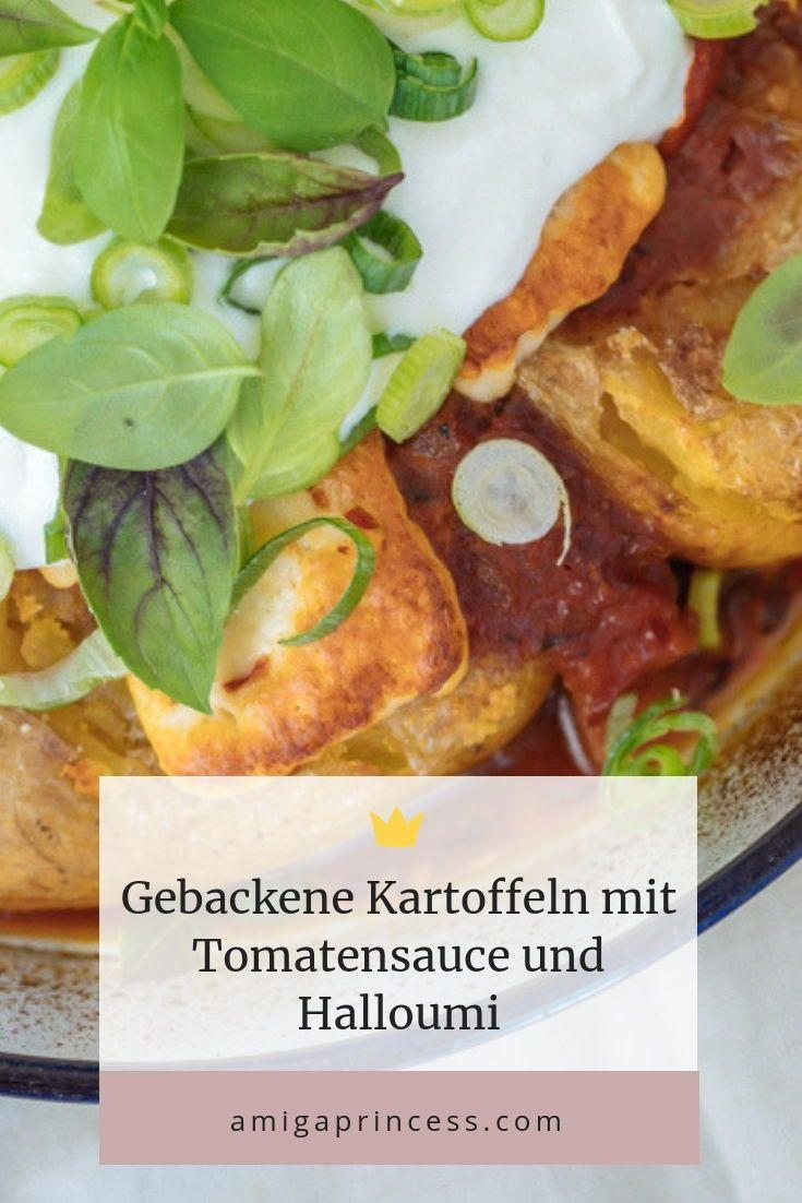Gebackene Kartoffeln aus dem Ofen mit Tomatensauce und Halloumi, schnelles Rezept für Kartoffeln aus dem Backofen, vegetarisches Rezept mit Kartoffeln und Halloumi, gebackener Halloumi mit Tomatensauce, Knusprige Kartoffeln, fruchtig-würzige Tomatensauce und schmackhafter Halloumi – dieses Gericht ist perfekt für graue Herbsttage und lässt die Seele tanzen, www.amigaprincess.com #kartoffelnofen