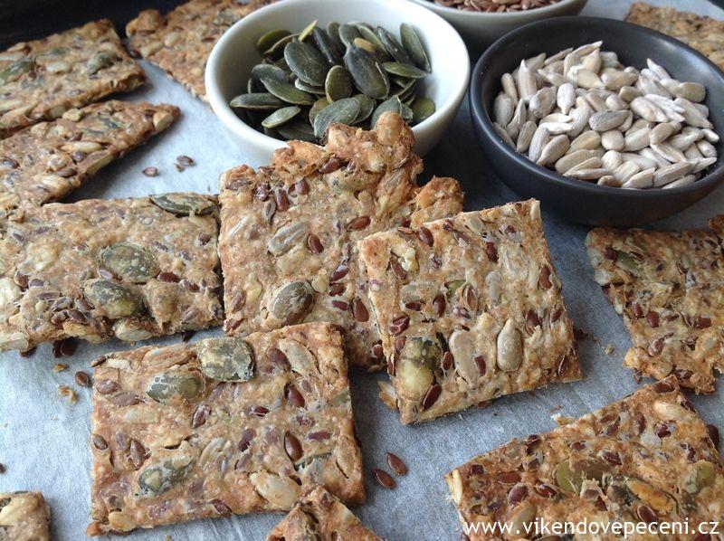Recept na Semínkové krekry z kategorie : Semínkové krekry (cca 40-50 ks):   40 g dýňových semínek, 40 g slunečnicových semínek, 30 g sezamových semínek, ...