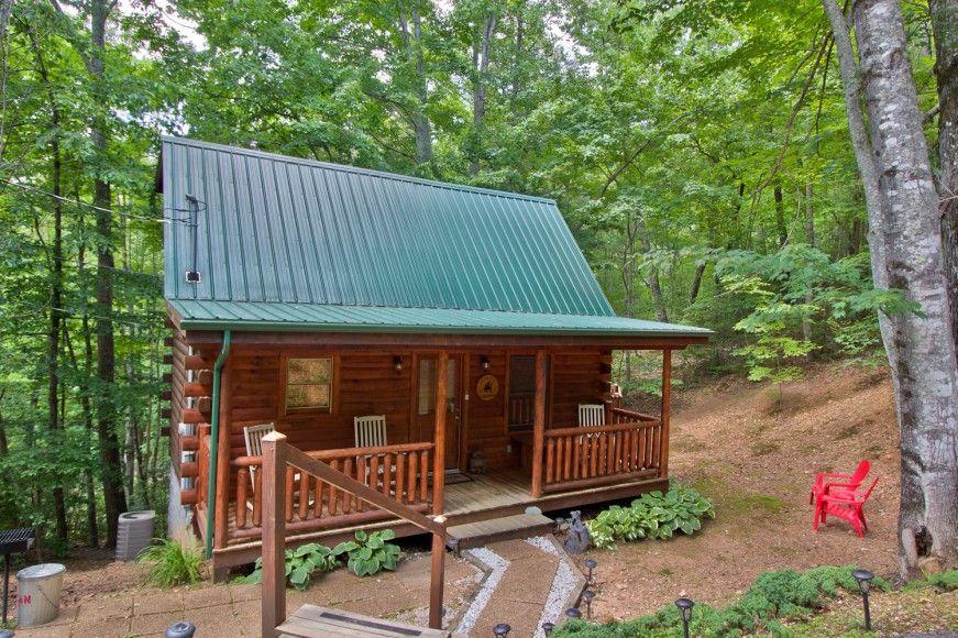BEAR TOP HIDEAWAY 1 Bedroom Cabin Rental in Sevierville