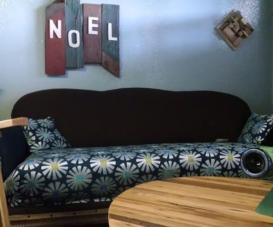 Reupholster A Sofa With No Sewing Or Electricity Reupholster Furniture Reupholster Couch Furniture Makeover