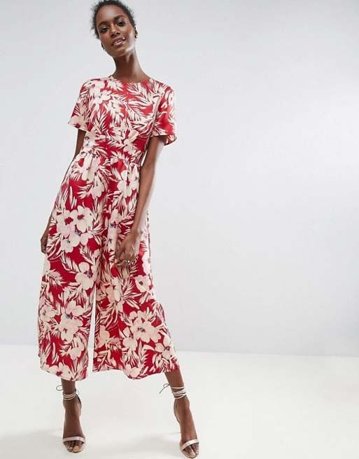 a7bbf2a1db Floral jumpsuits are the perfect balance between feminine and not so girly.  Go to HFM for more Royal Ascot and wedding guest outfit ideas.