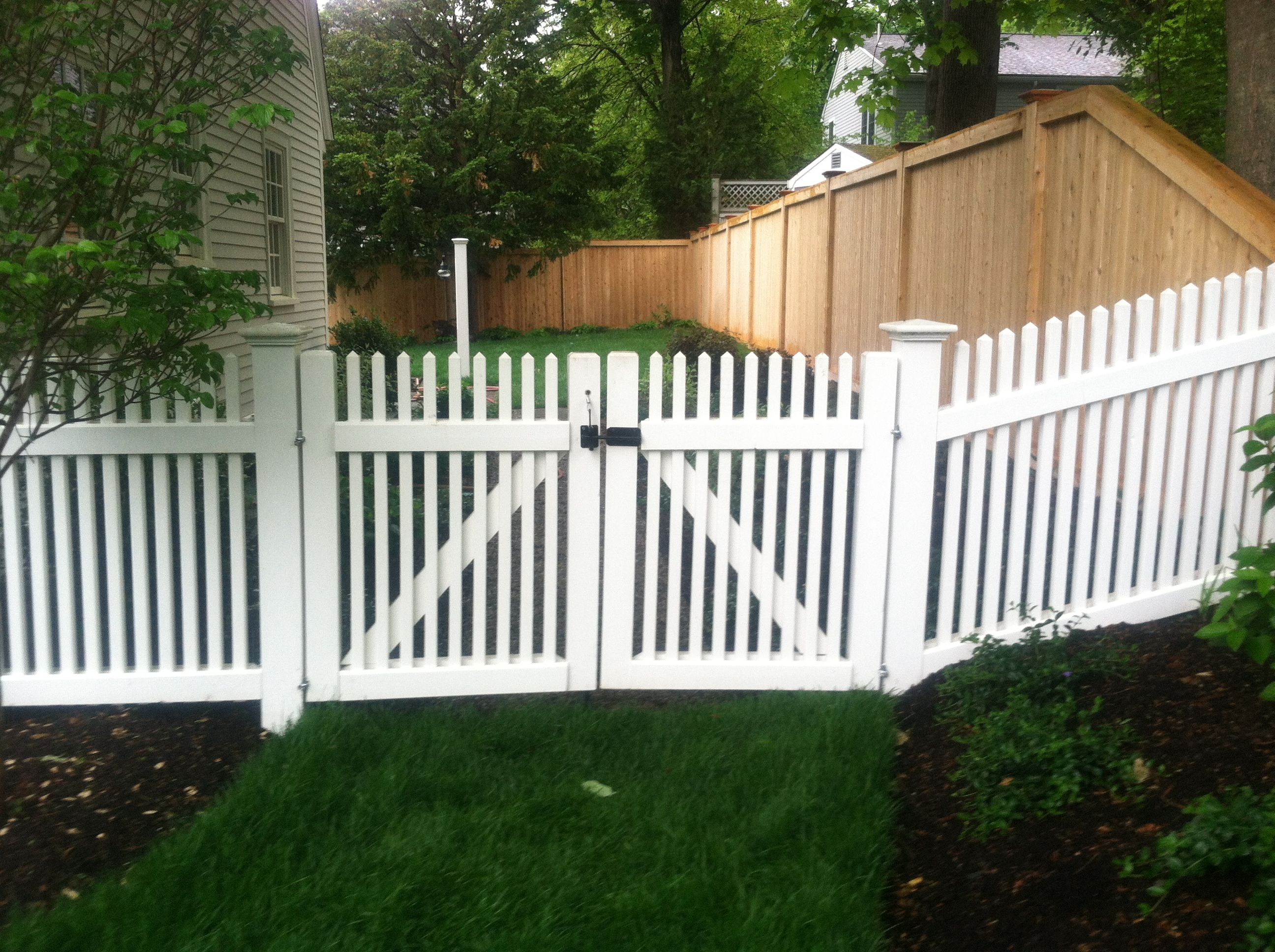 42 High Cedar Spoke Fence And Double Gate Stained White Dove White Garden Fence Backyard Fences Garden Fencing Uk