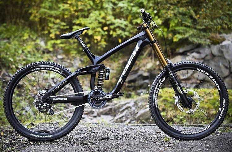 """b2e52d8a775 Downhill Adiction ™ on Instagram: """"Insane bike by @makkedonia custom trek  session black / silver with fox suspensions and bontrager rims. Hot or not?"""