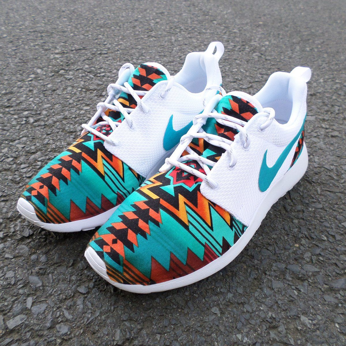 purchase cheap 67f7c 9dffc Brand New Authentic Nike Roshe Run Custom which features a beautiful aztec  design with a bright blue background! These are great for spring summer.