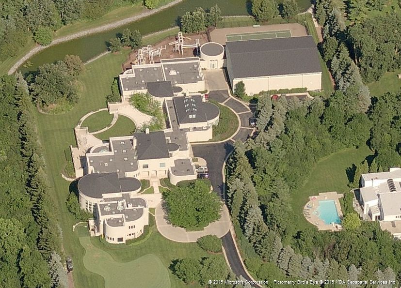 Side Aerial View Of Michael Jordan S Highland Park Il Mansion It Still Sits Empty After Many Attempts At Ing The Property A Billionaire Mailing List