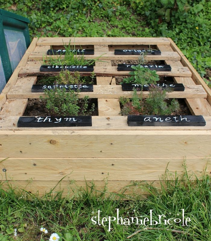 faire un carr de potager avec des palettes gardens pallets and garden ideas. Black Bedroom Furniture Sets. Home Design Ideas