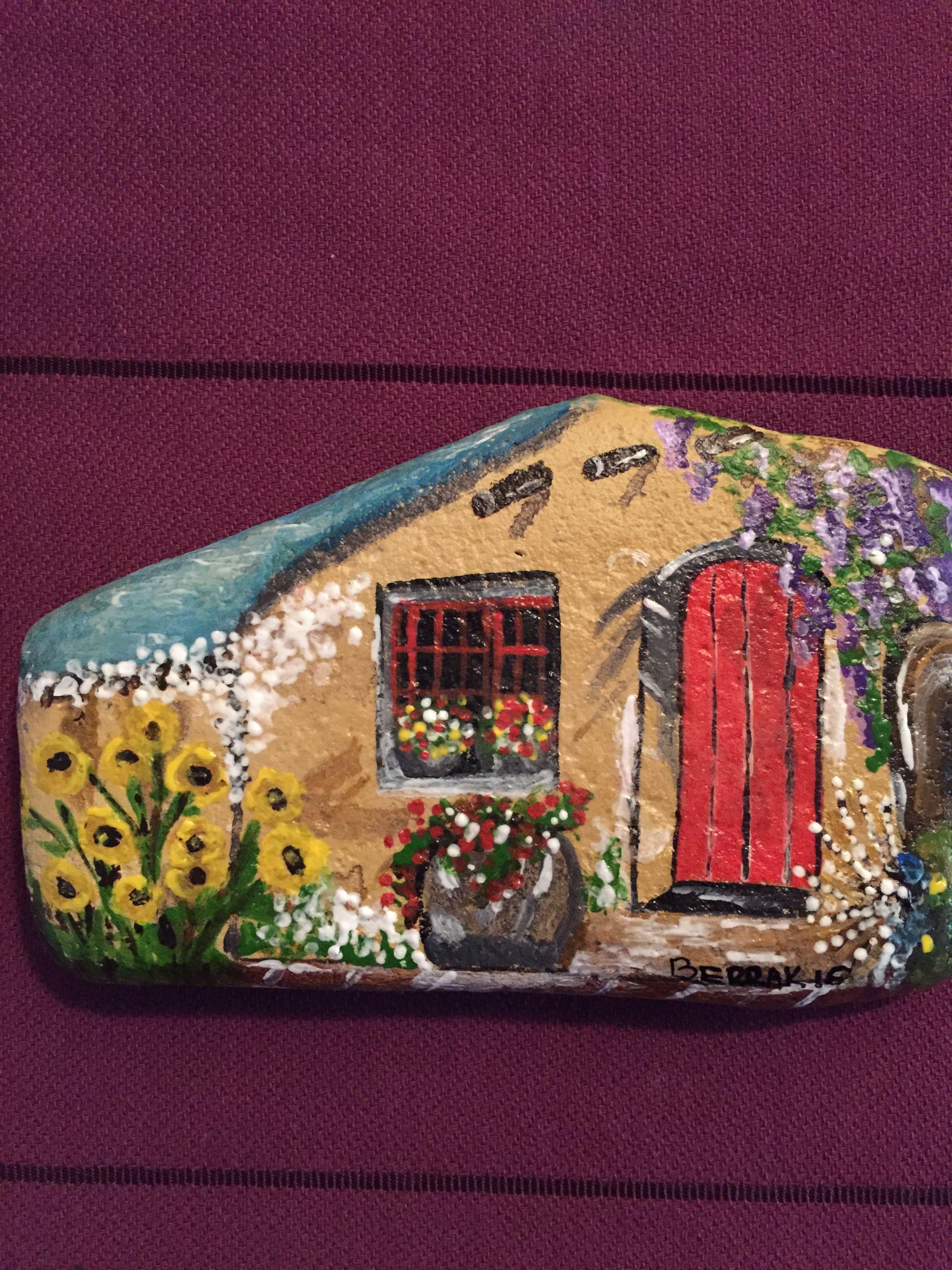 Pretty flowery cottage!