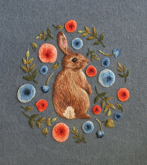 Self-taught artist Chloe Giordano sews tiny embroidered animals as small as a thimble (pic 3/5)