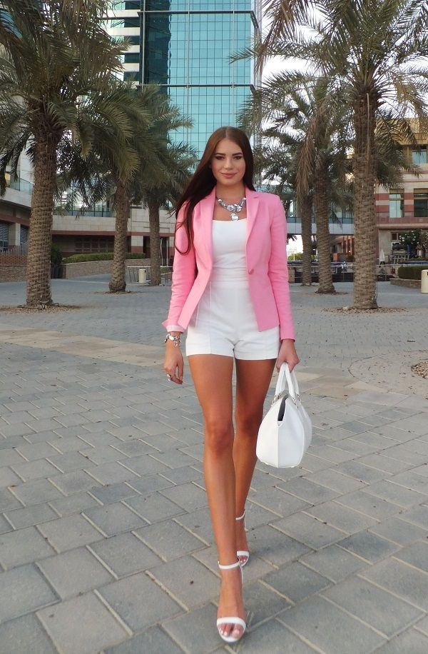LAURA BADURA FASHION & BEAUTY: OOTD - White with a pop of colour