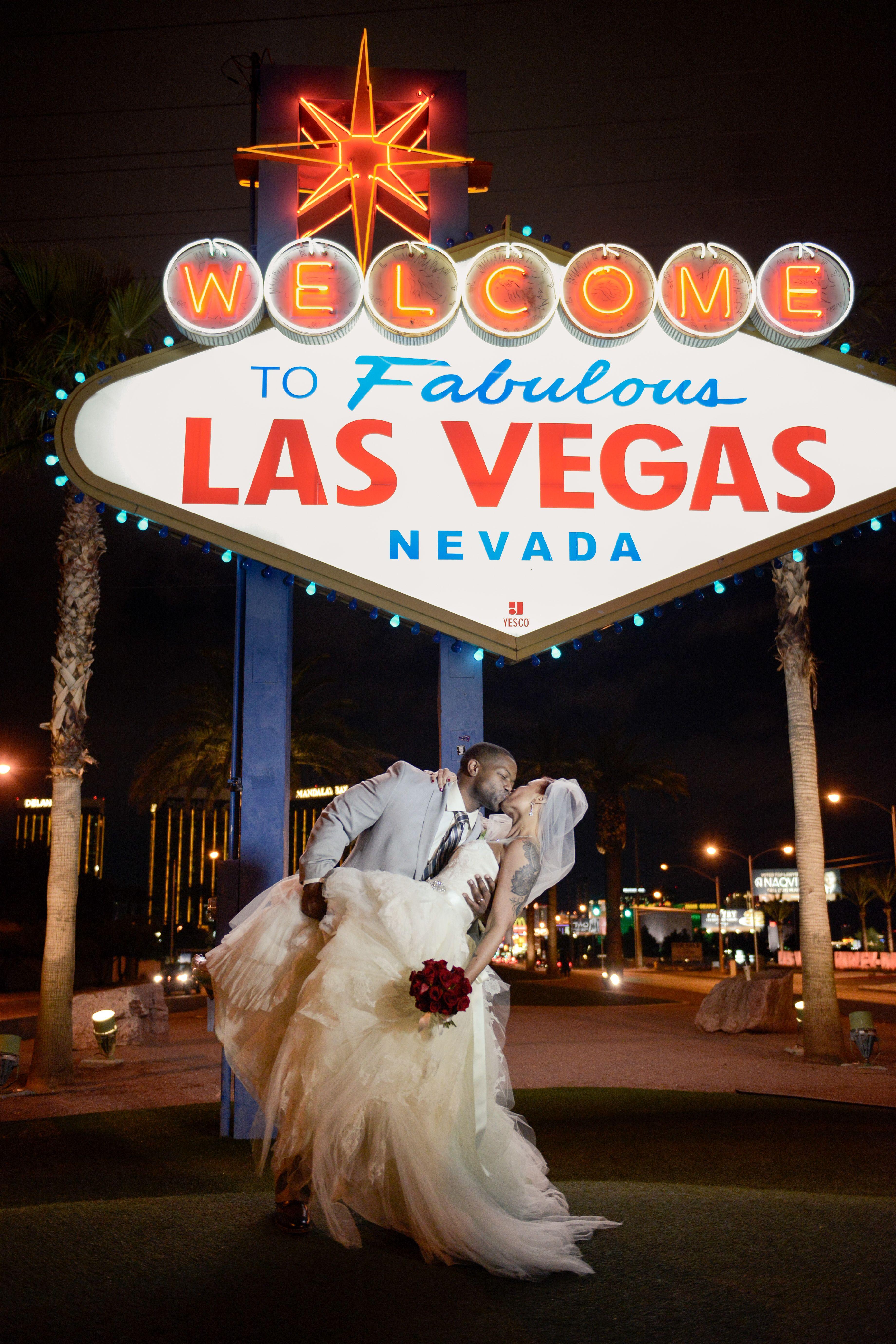 Las Vegas Weddings Wedding In Vegas Chapel Of The Flowers Vegas Wedding Vegas Wedding Photos Las Vegas Weddings