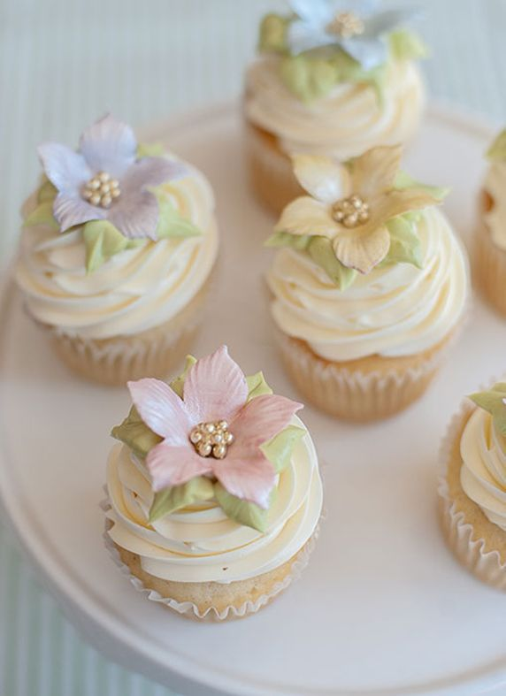 Cupcakes with pale flowers and gold pearls Bella Donna