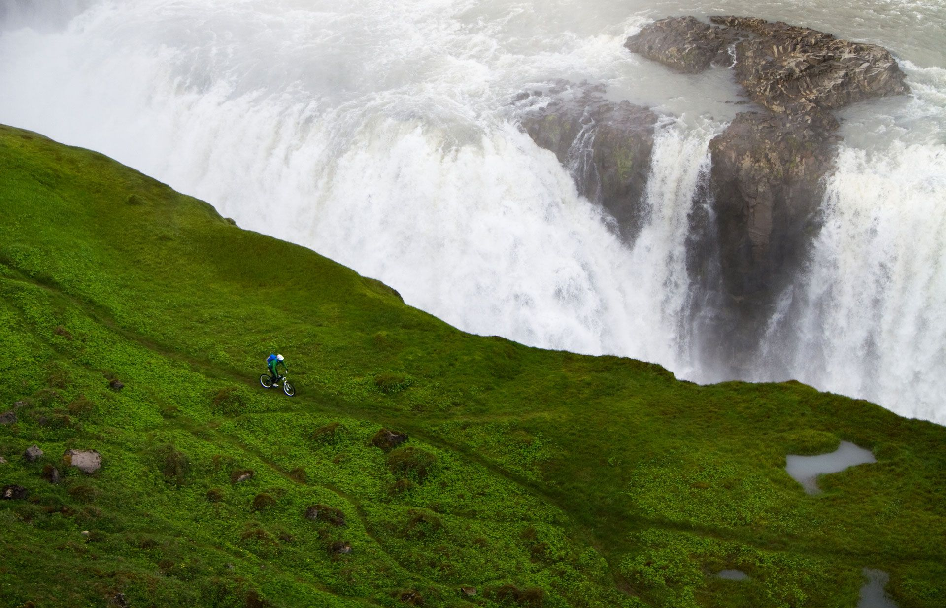Mountainbiking in Iceland, close to Gullfoss Waterfall - Bastian Morell (Wallpaper Download)