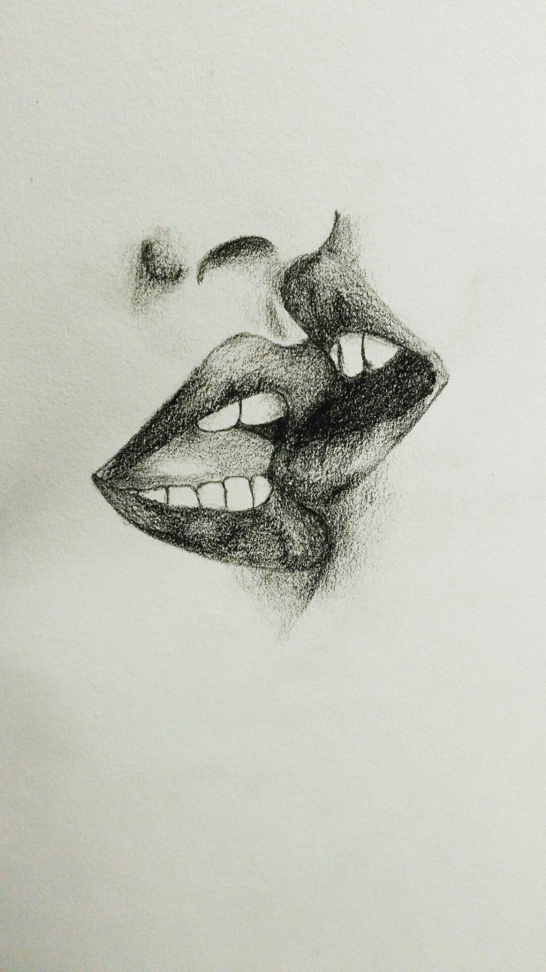 Dibujo Sencillo Facil De Dos Labios Dandose Un Beso A Lapiz Y