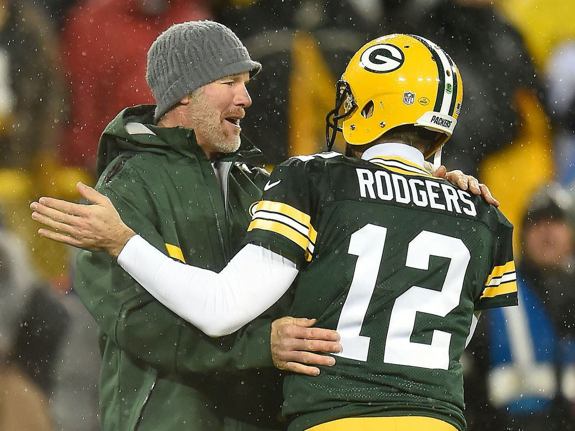 Brett Favre Aaron Rodgers The Night His No 4 Was Retired At Lambeau They Hugged Each O Green Bay Packers Fans Green Bay Packers Football Green Bay Packers
