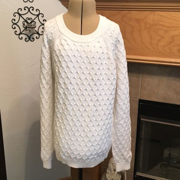 """OLD NAVY SWEATER-SIZE LARGE NEW WITH OUT TAGS-WHITE-60% COTTON-40% ACRYLIC-FROM ARMHOLE TO ARMHOLE IS ABOUT 20 1/2""""-LENGTH IS ABOUT 24"""" Old Navy Sweaters Crew & Scoop Necks"""