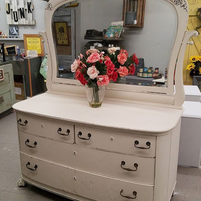 Robert Mitchell Furniture Co. Cincinnati Made This Big Ole Dresser.  #farmhousevintage #dixiebellepaintcompany