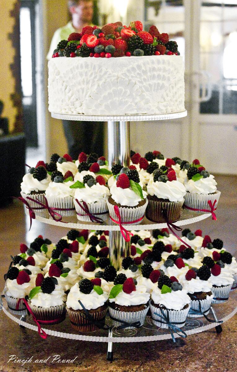 Голый торт на свадьбу – отличная альтернатива классическому варианту новые фото