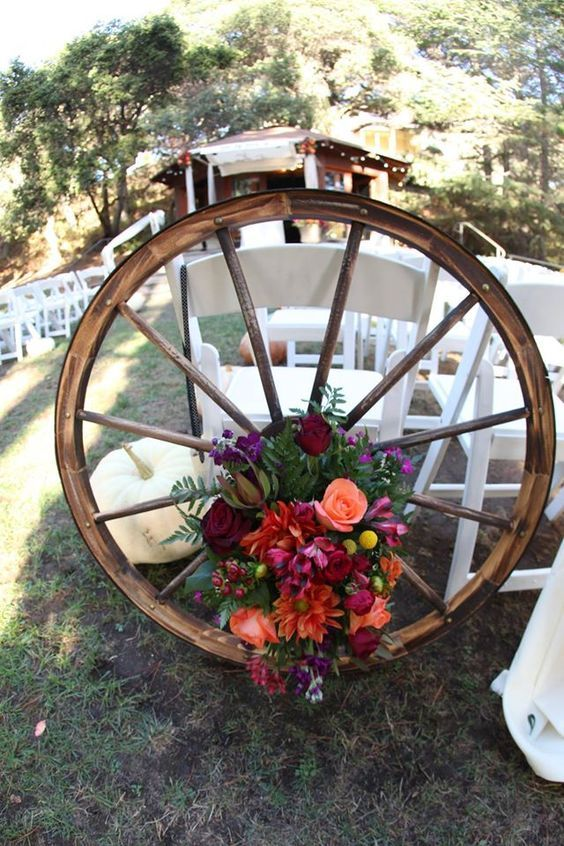 Rustic Wagon Wheels Wedding Flower Decor Ideas Http Www Deerpearlflowers Country Wheel 2