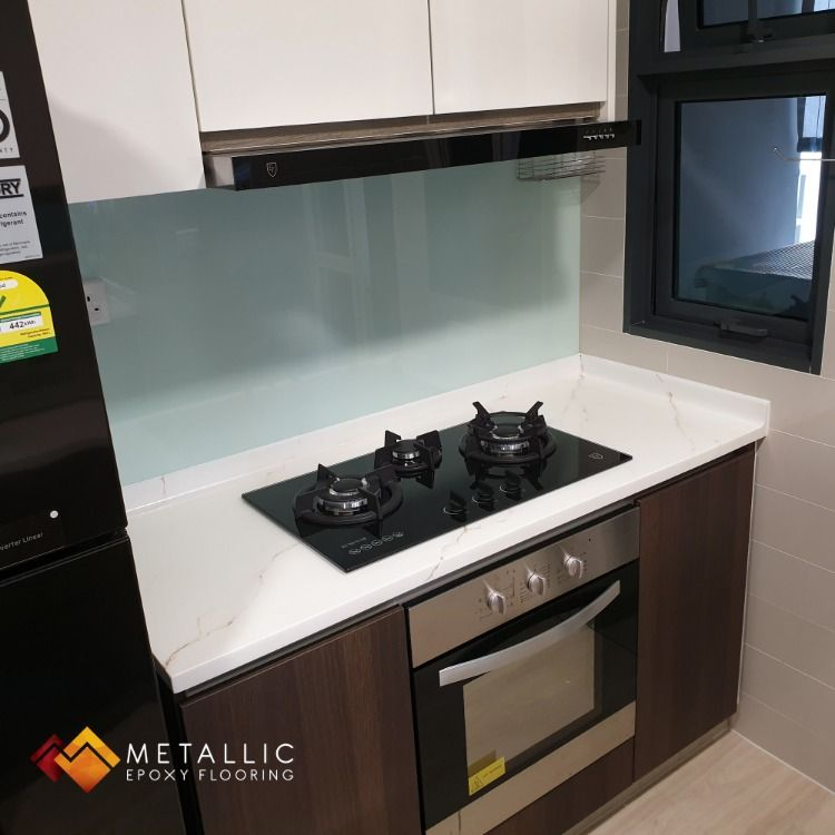 Gold Veins Mixed With Liquid Diamond On A Pure White Base Topped Off With A Final Matte Coating Resulting In A Countertop Design Epoxy Countertop Countertops