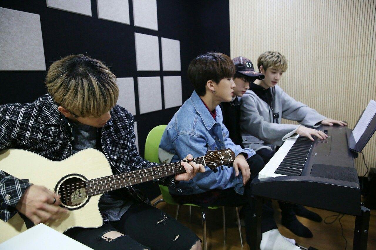 Pin By Kpop Trash On Stray Kids Kids Memories Korean Idol Stray