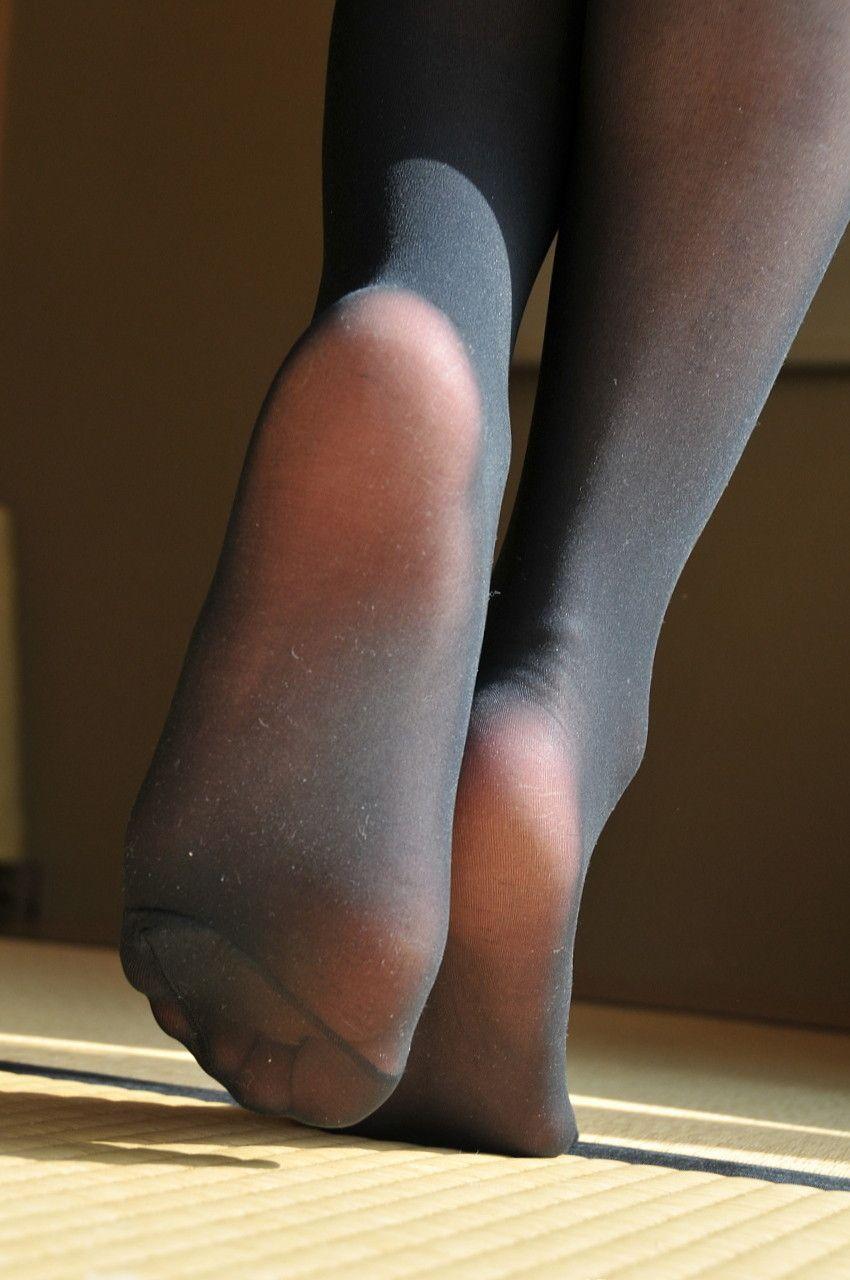 ножки в колготках и в носочках
