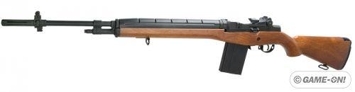 M14 er et våpen som ble laget i 1957 i USA, våpenet har ganske god historie alt fra Vietnam krigen til Golf krigen. Våpenet er enda i bruk, mest som snikskyter våpen.    Airsoft utgaven er laget av ASG(ActionSportGames), og klarer 328fps(100ms). Våpenet har en vekt på 3730gram(3,7kg), og en lengde på 1127mm, løpet er 568mm. Magasinet er et HiCap som rommer 400 kuler.    Med i pakken følger det med Batteri, Lader 500 kul...