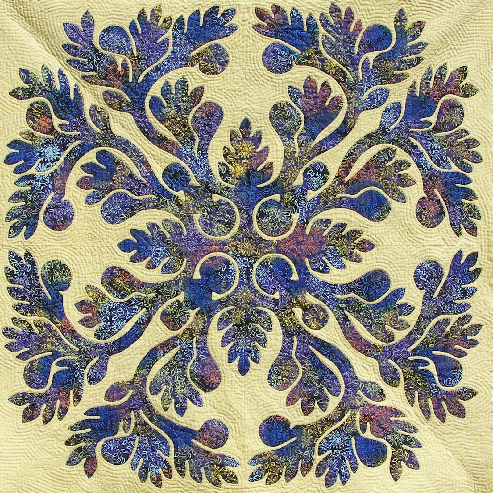 Beautiful quilted Hawiian applique A Bit of Yellow Hand Quilting