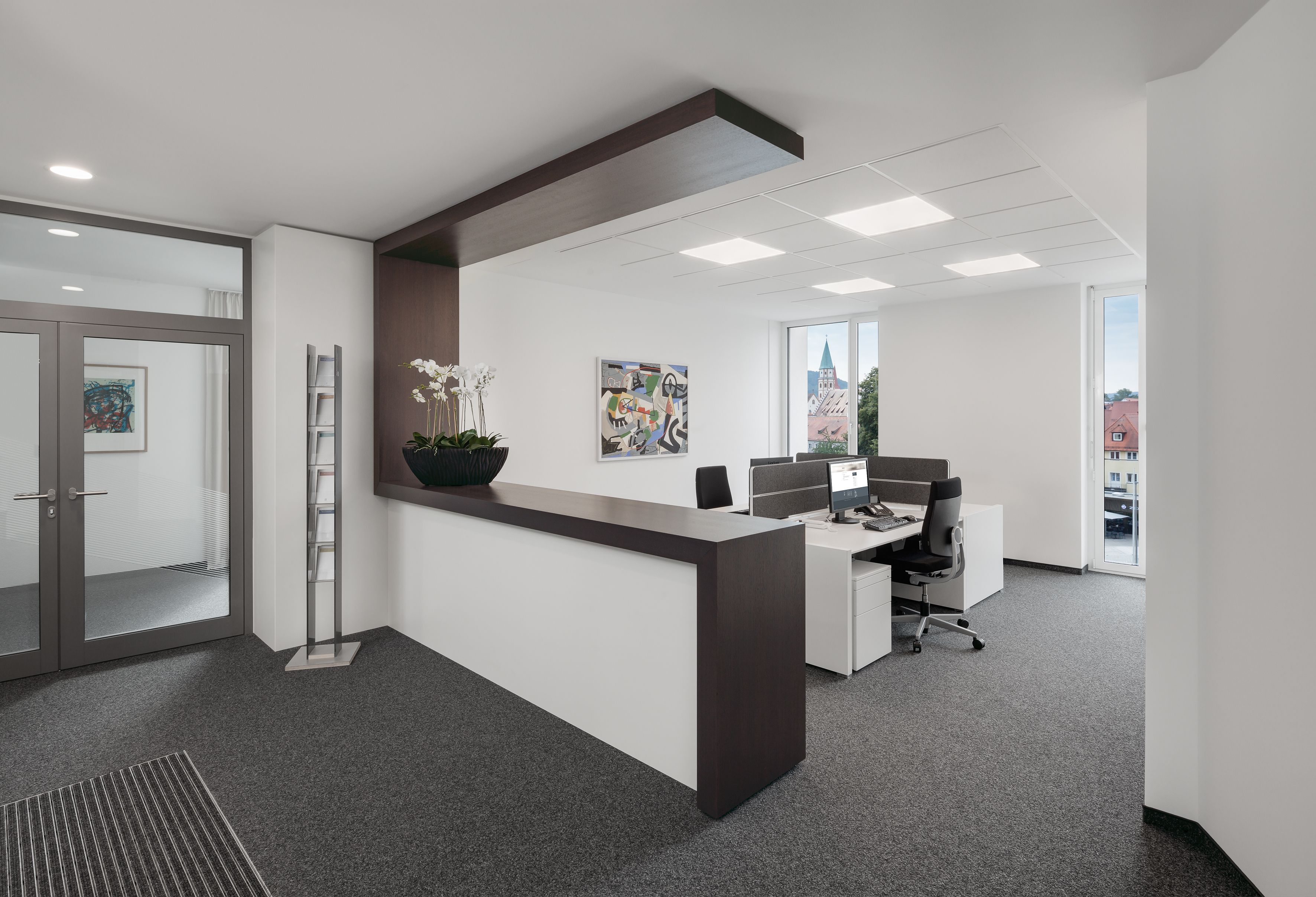Ergonomischer bürostuhl holz  Theke, Rezeption, Empfangsbereich, Beleuchtung, Schreibtisch ...