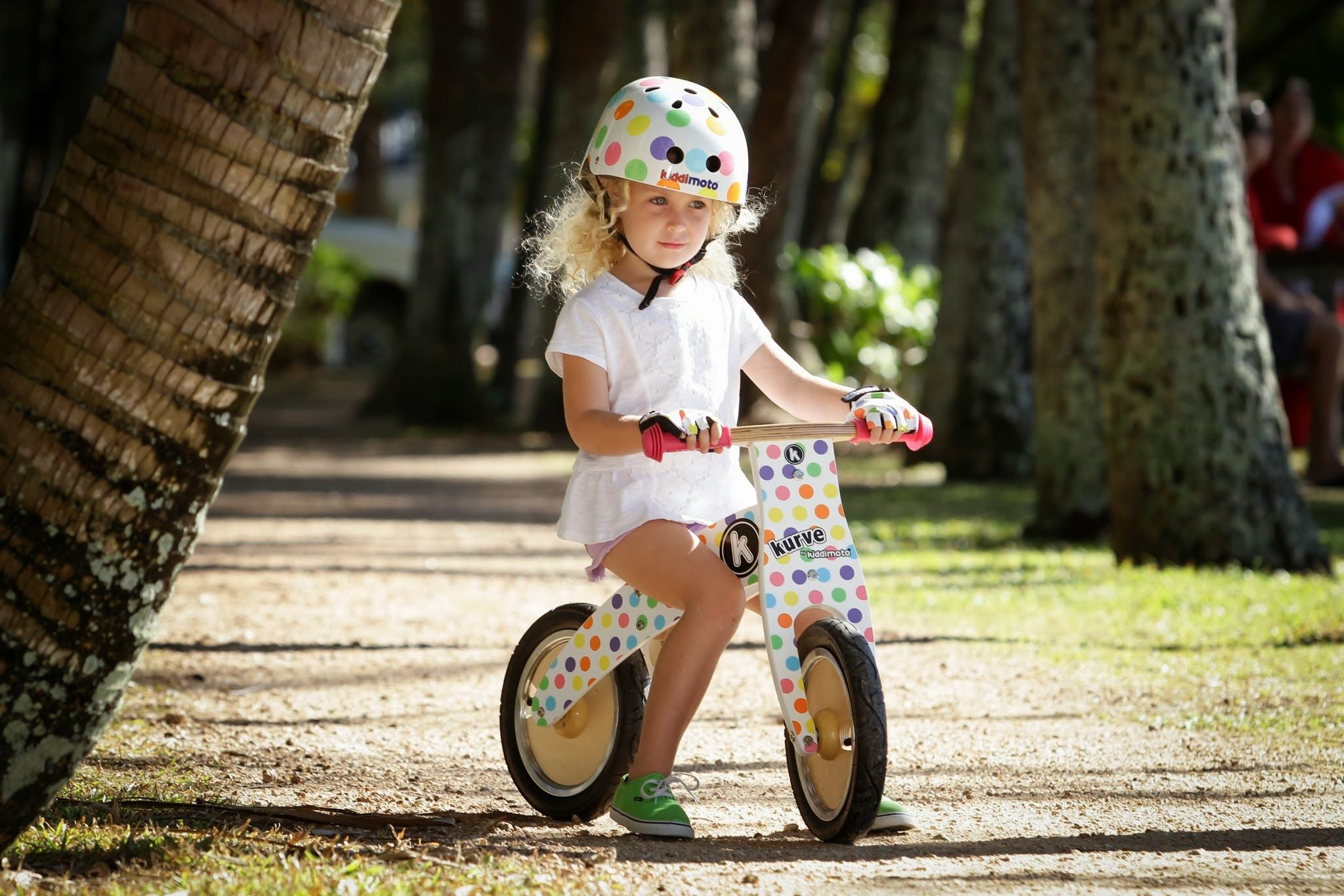 http://www.kinderhelmen.be/detail/3903309-0103-loopfiets-kiddimoto-pastel-dotty