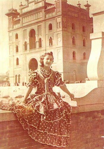 Es mi madre en el carnaval del año 50 en la plaza de toros de Las Ventas de Madrid.