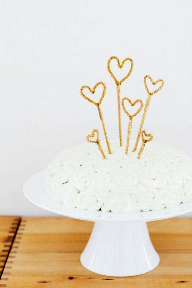 Make a sparkly cake topper for NYE using metallic pipe cleaners.