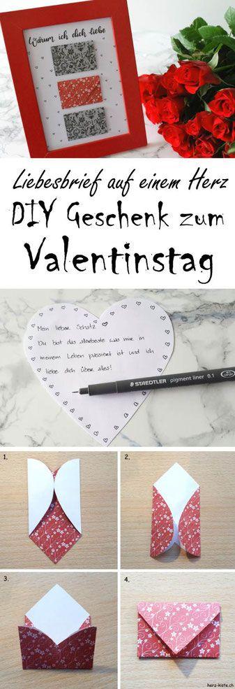 Geschenk zum Valentinstag: Bild mit Briefumschlägen aus Herzen
