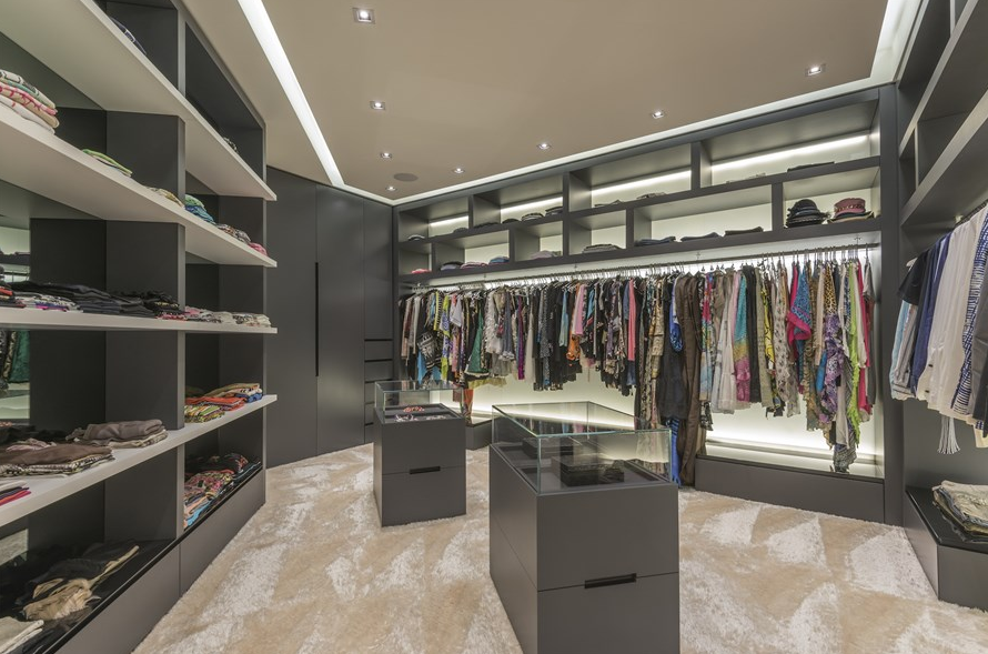 Merveilleux $48 Million 30,000 Square Foot Mega Mansion In Dubai Master Closet