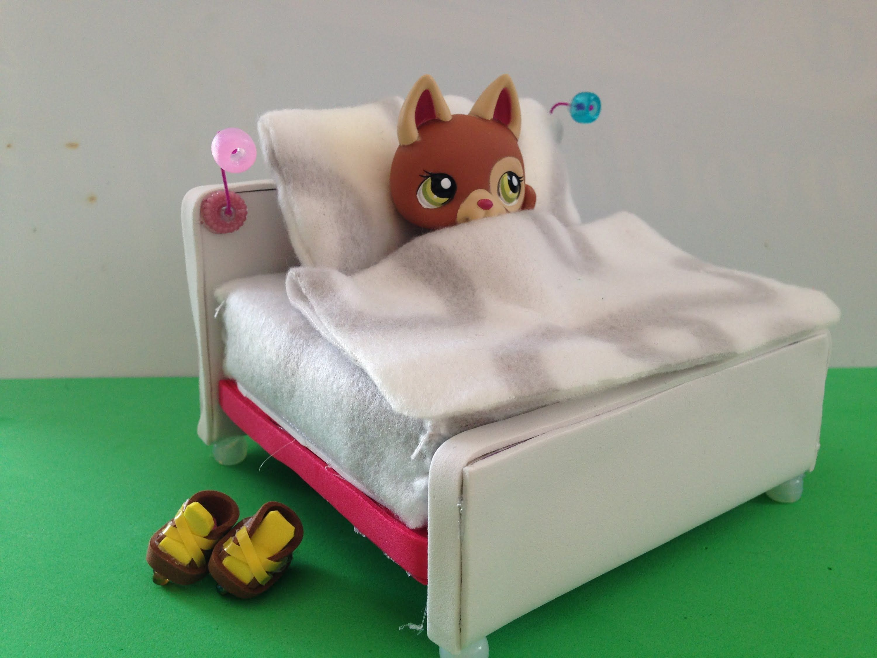 How To Make A Lps Bed Lps Accessories Lps Crafts Lps Diy Accessories Lps Accessories