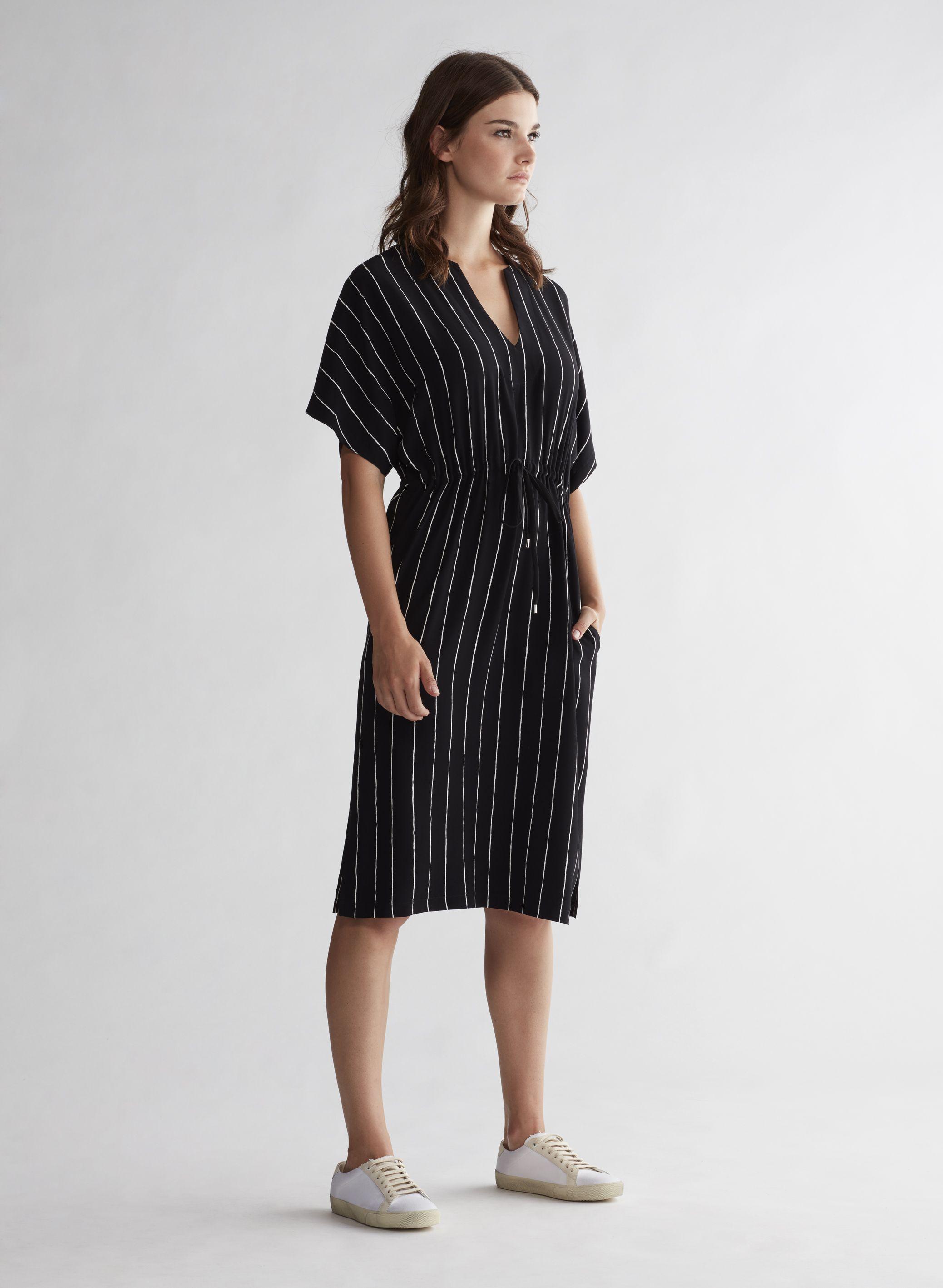 oui | black dress with stripes | kleid mit ärmel, schwarzes
