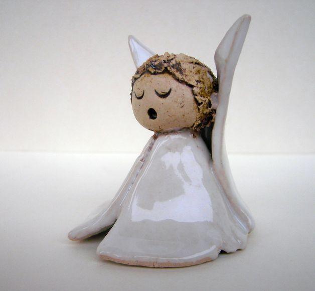 weihnachtsfiguren kleines engelchen keramik wei. Black Bedroom Furniture Sets. Home Design Ideas