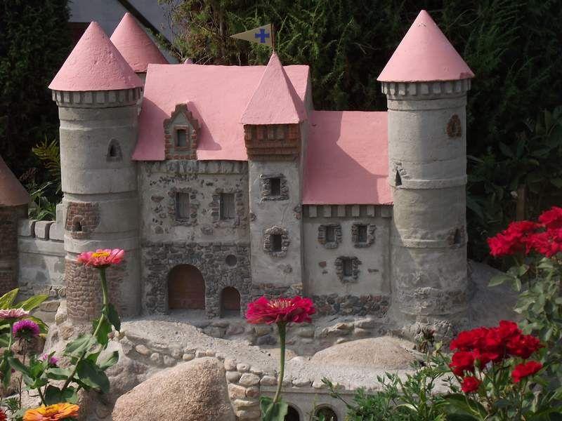 Сделать замок для сада своими руками