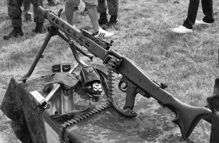 Below Is The Light MG 3 Gun From Rheinmetall Basically An 42 With Some Changes Mainly Rhythm Of Fire Lowered To Around 800 900 Shots Per