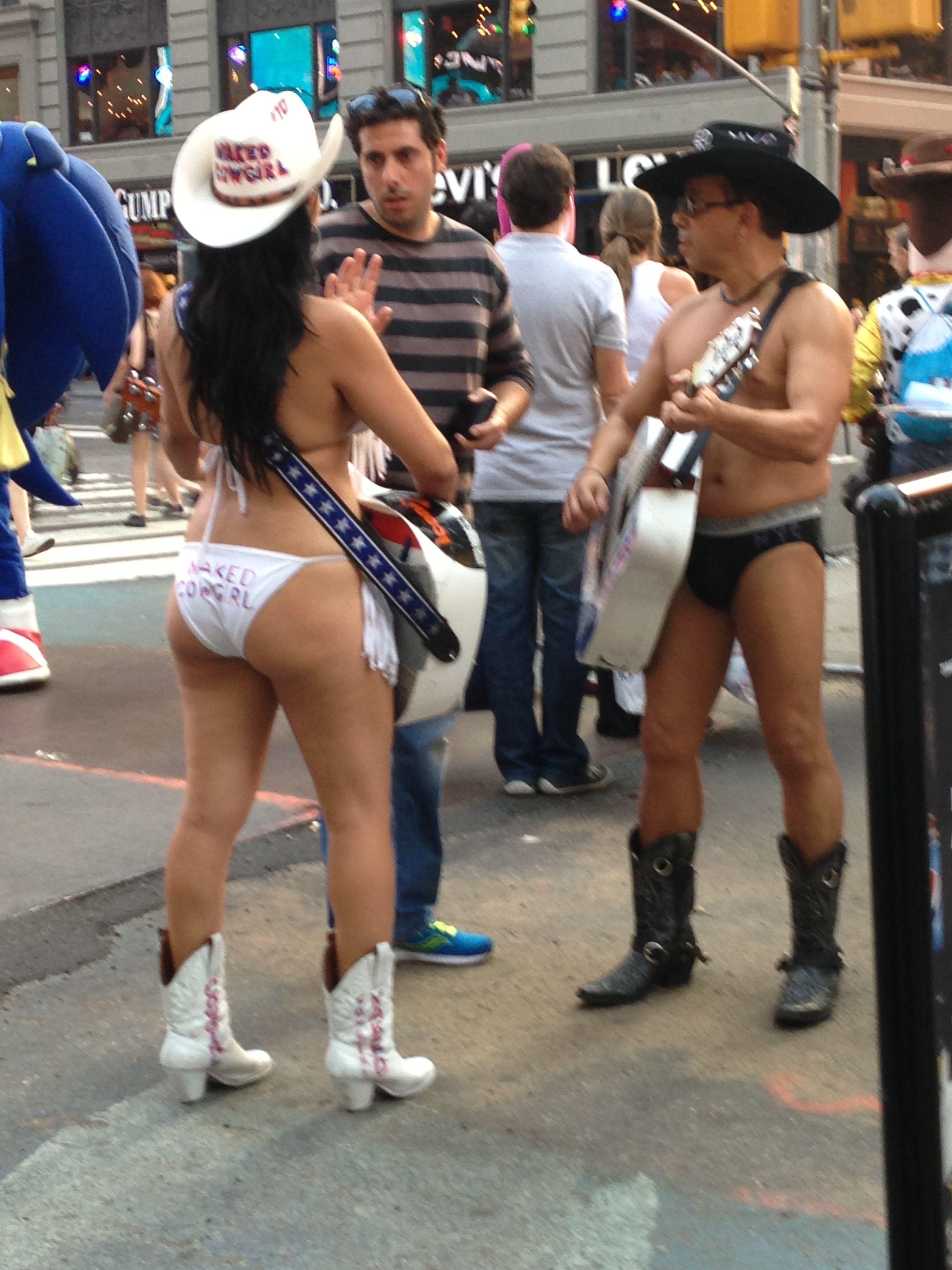 Immagine di cowgirl, pistole, misura - 96131277.