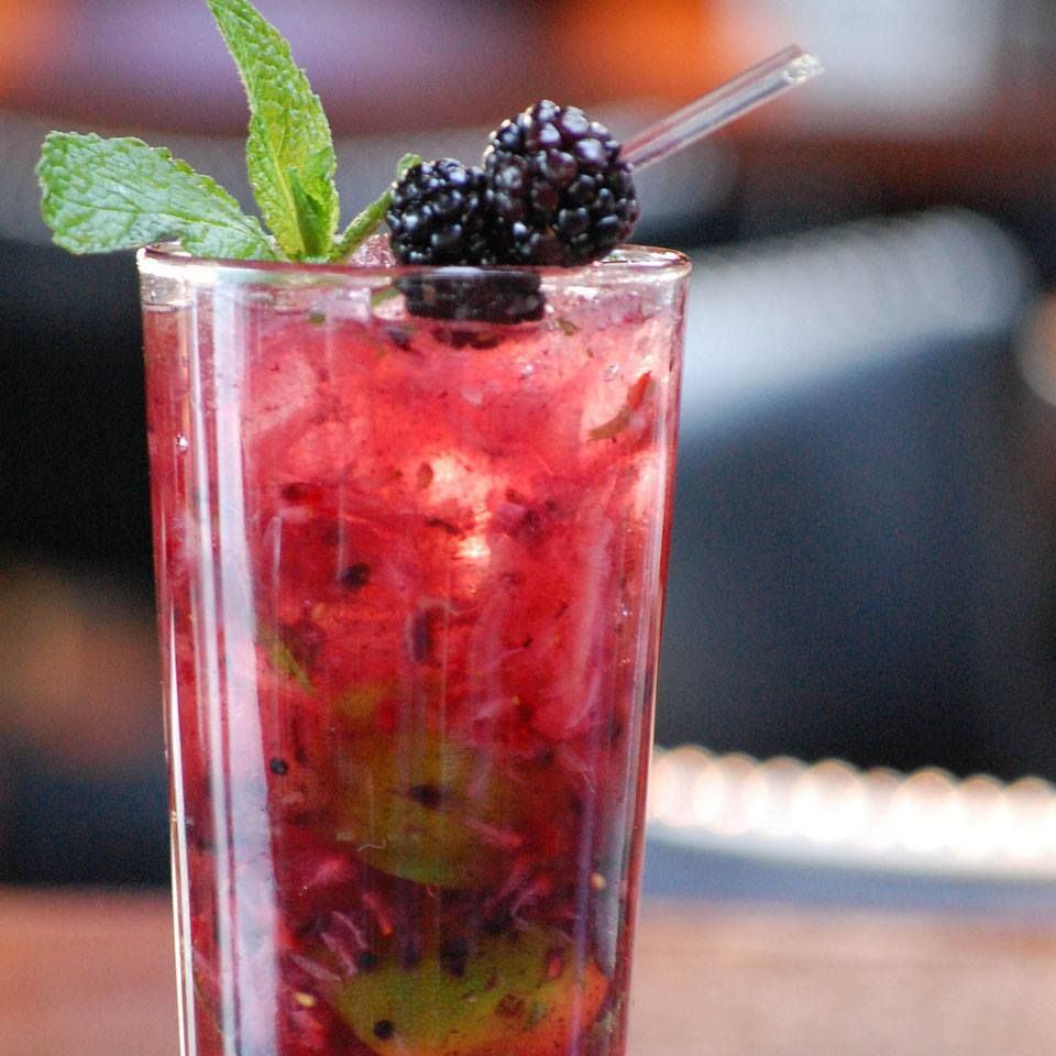 Refreshing Berry Mojito From Bar Louie Fun Drinks Food To Go Mojito