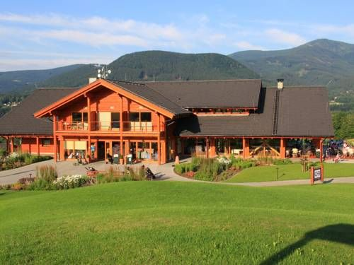Green Inn Hotel Ostravice The Green Inn Hotel is situated in the village of Ostravice, between the highest mountains of the Beskids range, and it provides spa facilities. The complex of 7 buildings can be found at the edge of a prestigious golf course with 18 holes.