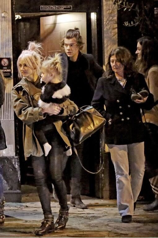 When Harry and Lux are even in the same photo I cry a little. THEY HANG OUT. -E