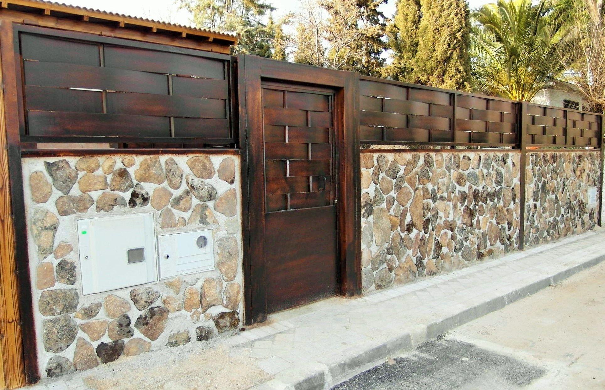 Cerramiento casa prefabricada estilo rustico piedra de - Cerramientos de piedra ...