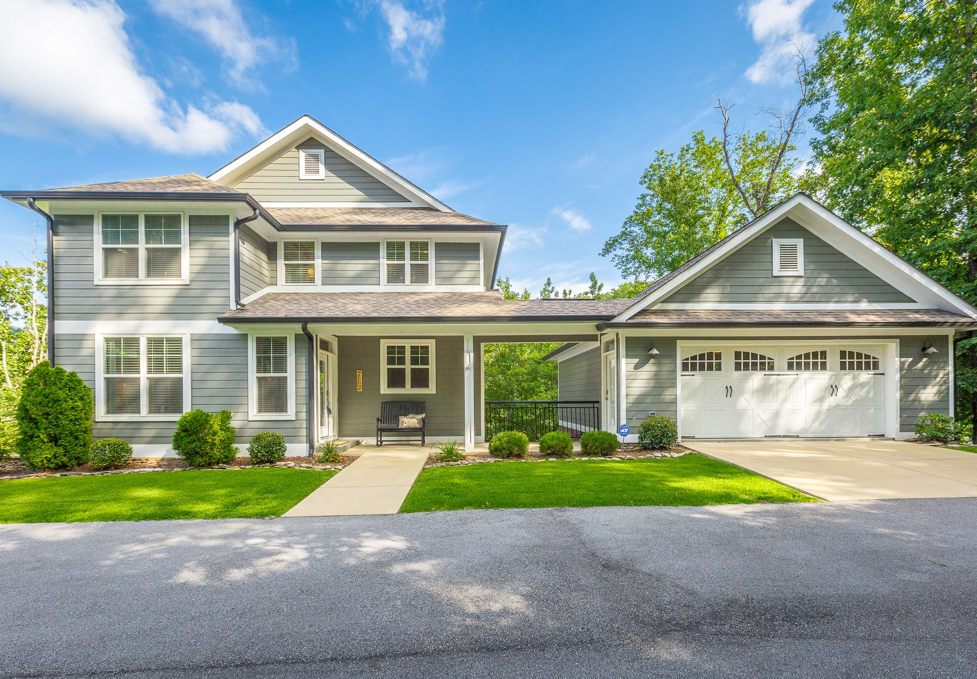 Sold North Chattanooga 845 Stellar View Zoned For Normal Park Private Setting 5 Br 5 Ba Full Bsm Waterfront Homes Real Estate Selling Real Estate