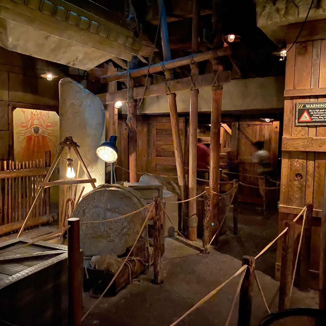 Some low light shots of the Mummy Queue at Universal