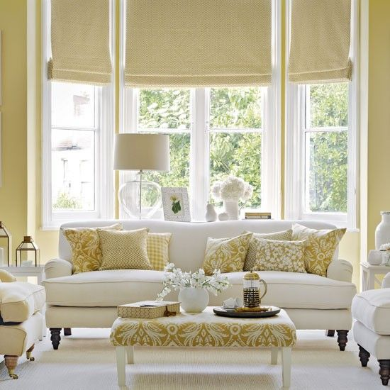 23 Traditional Living Rooms For Inspiration: Traditional Living Room With Old Gold And White Colour