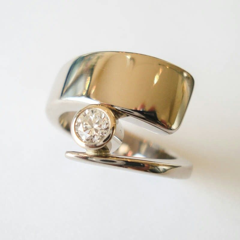 White Gold with Diamond RING ~ www.heleenhoogenboom.com _____________________________ Reposted by Dr. Veronica Lee, DNP (Depew/Buffalo, NY, US)