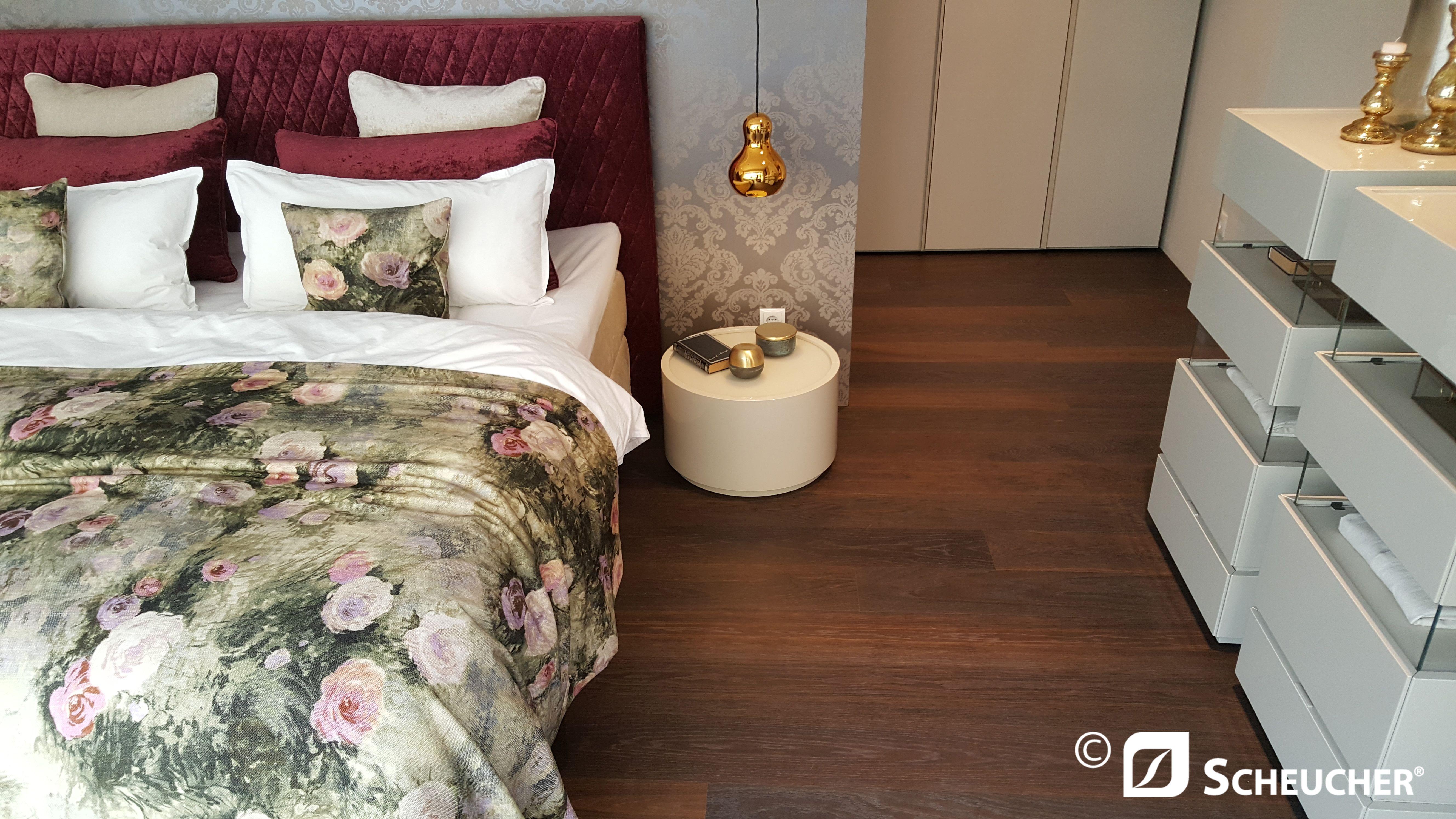 Schlafzimmer Klein ~ Schwarzer kleiderschrank verleiht dem schlafzimmer eine männliche