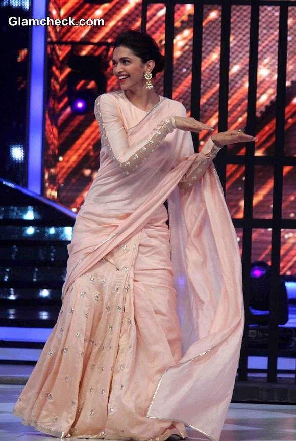 Deepika Padukone In Light Peach Saree On Jhalak Dikhhla Jaa Season 7 Peach Saree Saree Elegant Saree