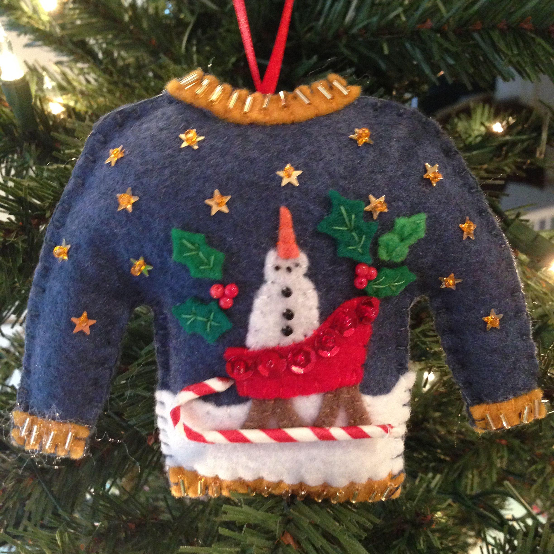 Felt Christmas Ornaments, Diy Christmas Pillows, Ugly Sweater, Felt Crafts,